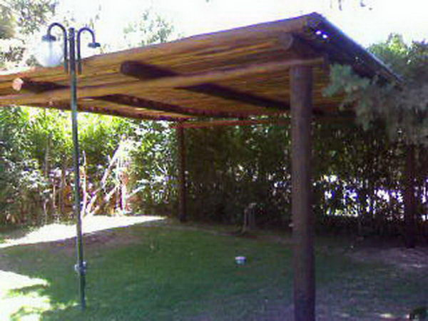Pergolas de troncos idea para prgola de madera - Pergolas de troncos ...